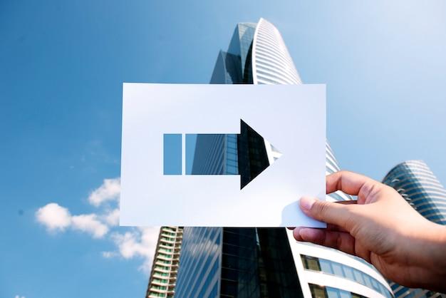 Perforierter papierpfeil der verkehrsschild-richtung Kostenlose Fotos
