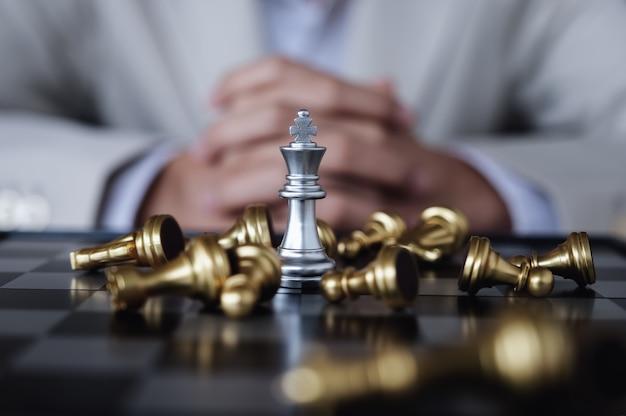 Person, die schach spielt Premium Fotos