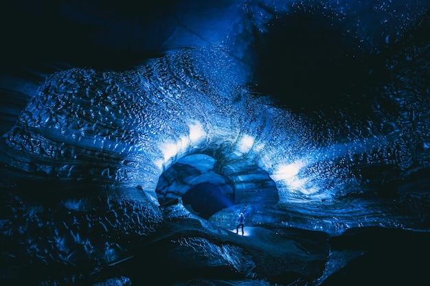 Person in der höhle Kostenlose Fotos