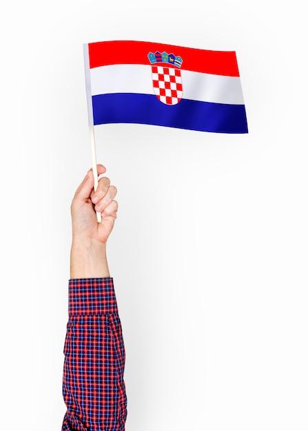 Person weht die flagge der republik kroatien Kostenlose Fotos
