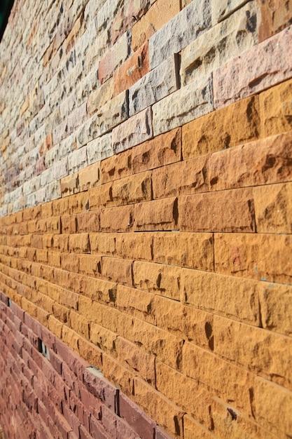 Perspektive der bunten modernen backsteinmauer aufgetaucht. Premium Fotos