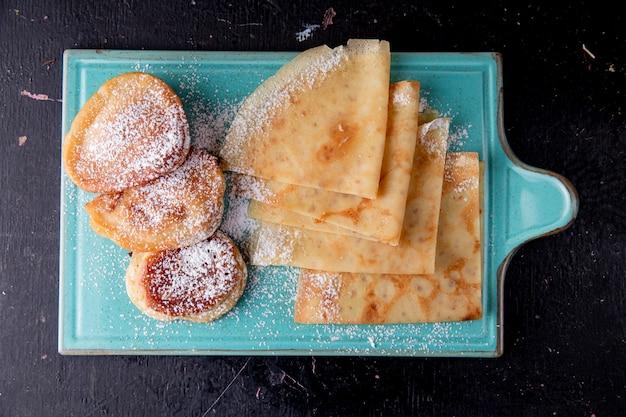 Pfannkuchen und crepes draufsicht Kostenlose Fotos