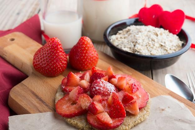 Pfannkuchen von hafern mit erdbeere für speziellen tag Premium Fotos