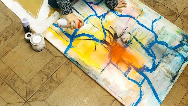 pflanzen sie frau die mit spraydose malt download der kostenlosen fotos