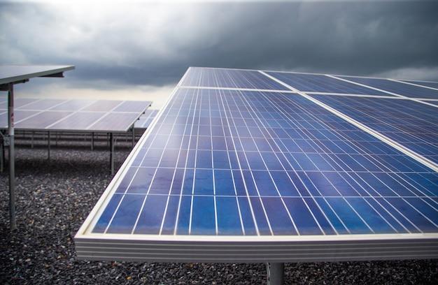 Photovoltaik in solarkraftwerkenergie aus natürlichem Premium Fotos