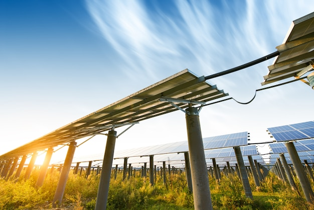 Photovoltaik-module für die stromerzeugung aus erneuerbaren energiequellen, navarra, aragonien, spanien. Premium Fotos