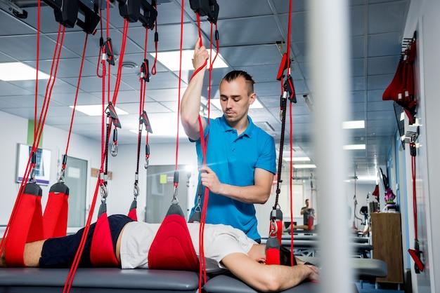 Physiotherapie. suspensionstrainingstherapie. Premium Fotos