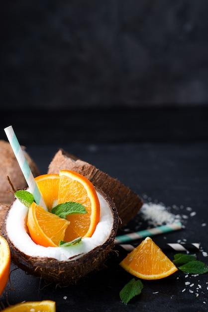 Pina colada trinken Premium Fotos