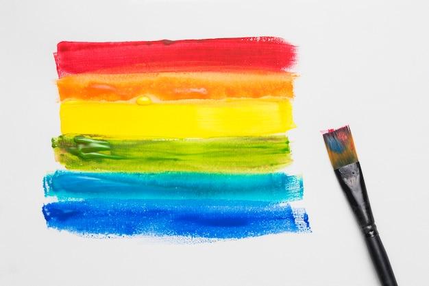 Pinsel und gezeichnete streifen in lgbt-farben Kostenlose Fotos