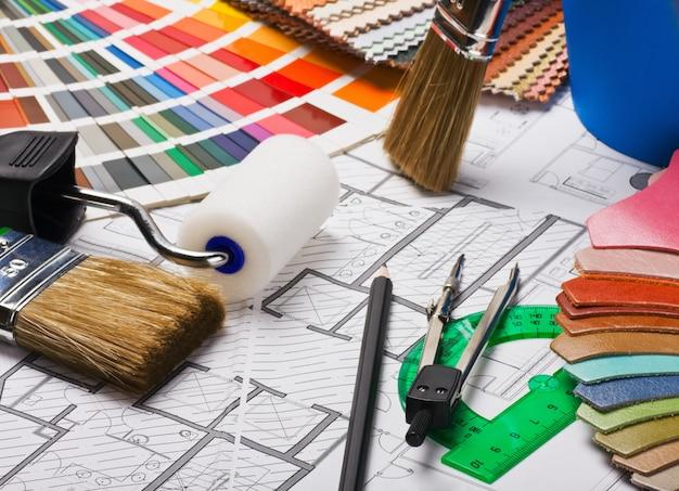 Pinsel und zubehör zur reparatur nach bauzeichnung Premium Fotos