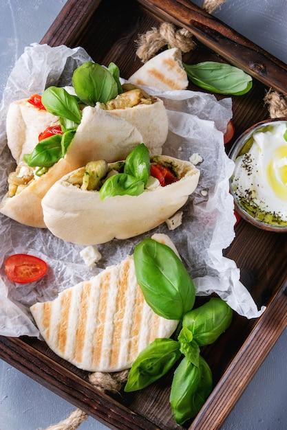 Pita-brot-sandwiches mit gemüse Premium Fotos