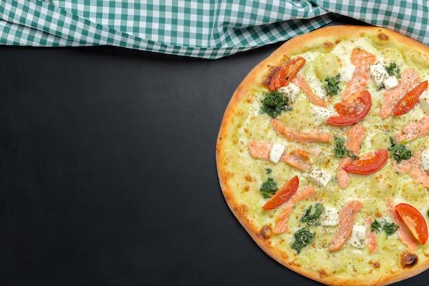 Pizza auf der tafel Premium Fotos