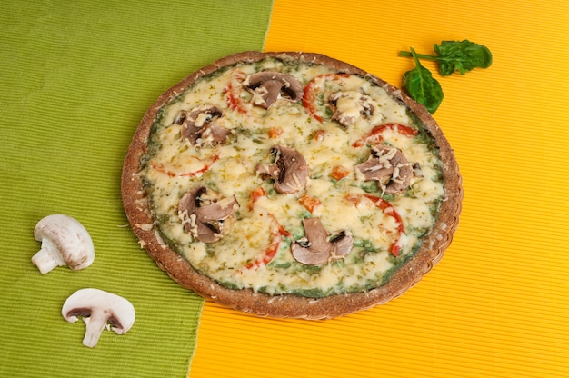 Pizza diät mit pilzen. Premium Fotos