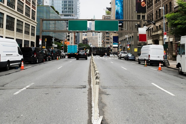 Plakatschablone über stadtstraße Kostenlose Fotos