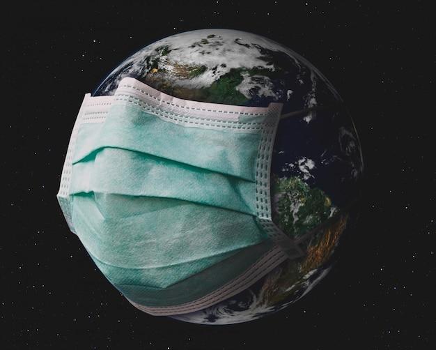 Planet erde mit chirurgischer maske. Premium Fotos