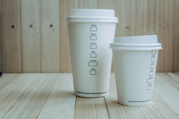 Plastik- und papierkaffeetasse kaffeetasse Premium Fotos