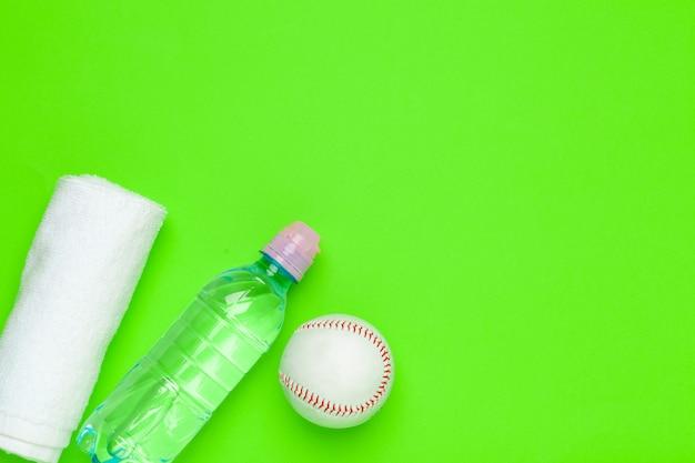 Plastikflasche trinkwasser für sporthintergrund Premium Fotos