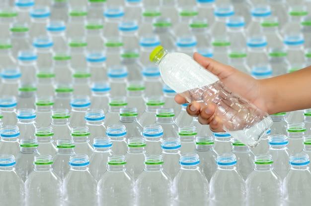 Plastikwiederverwendung für die wiederverwertung der konzeptumweltschutzwelt bereiten auf Premium Fotos