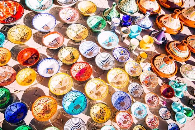 Platten auf dem markt in marokko Kostenlose Fotos