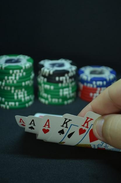 Pokerkarten - eine full house hand Premium Fotos