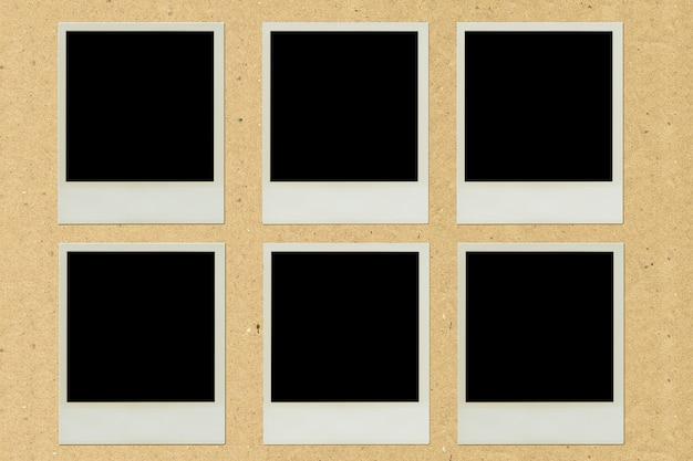 Polaroid-bilderrahmenpaste auf braunem papier Premium Fotos