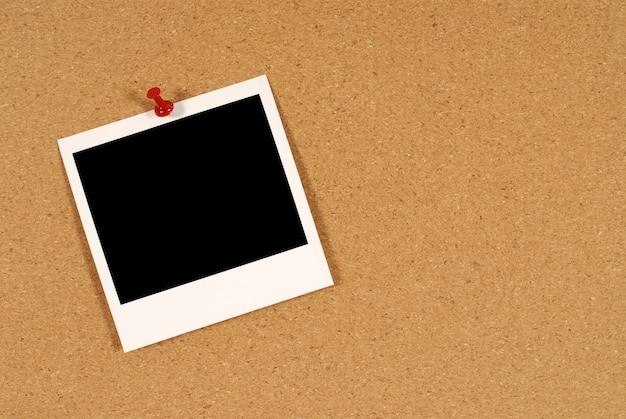 Polaroid-foto auf kork bord Kostenlose Fotos