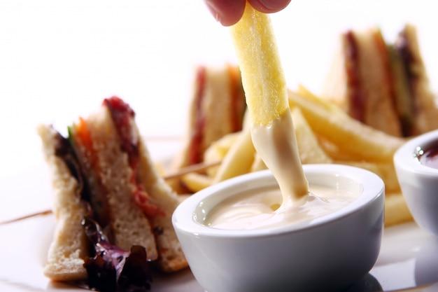 Pommes frites in einer soße Kostenlose Fotos