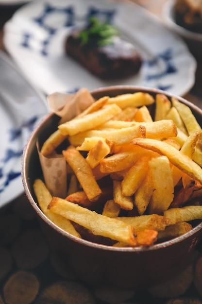 Pommes frites mit steak Kostenlose Fotos