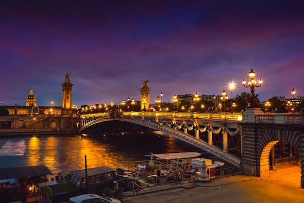 Pont alexandre iii in paris frankreich über der seine Premium Fotos