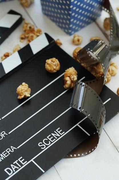Popcorn im papierbehälter Kostenlose Fotos