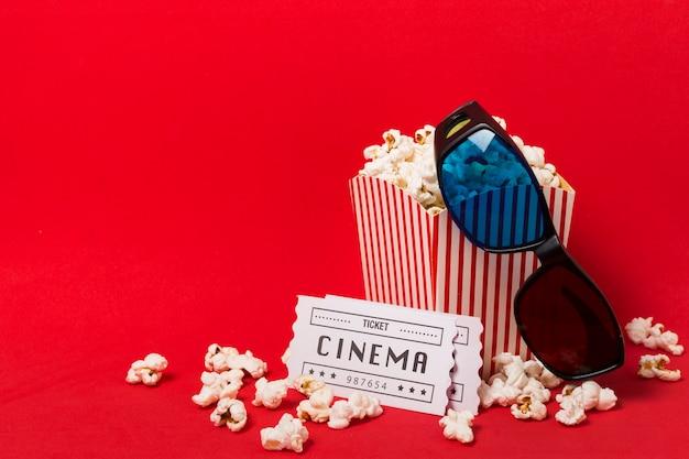 Popcornbox mit kinokarten Premium Fotos