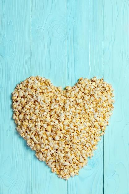 Popcornliebeshintergrund natürlich auf tafel Premium Fotos