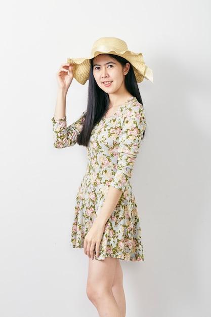 Porträt-asiatinsommer mit hut Premium Fotos