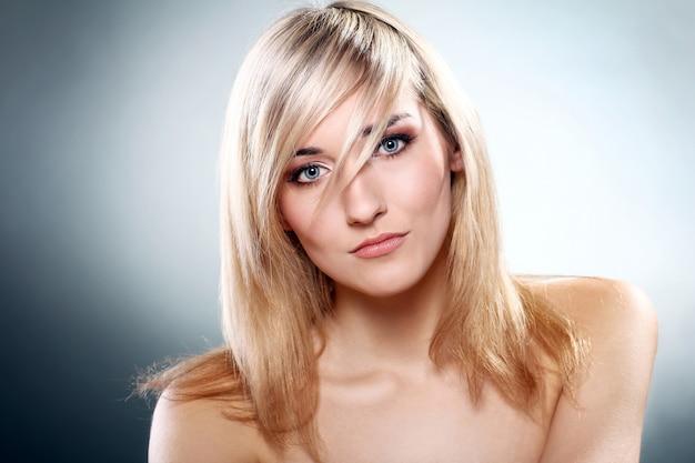Porträt der schönen blondine Kostenlose Fotos