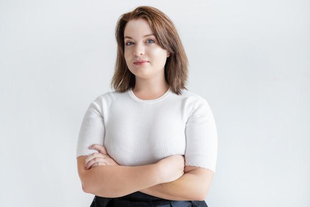 Porträt der überzeugten lächelnden geschäftsfrau Kostenlose Fotos