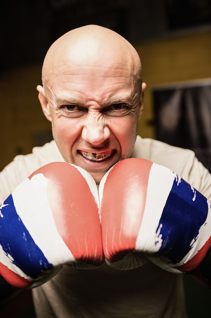 Porträt des boxers, der das boxen übt Kostenlose Fotos