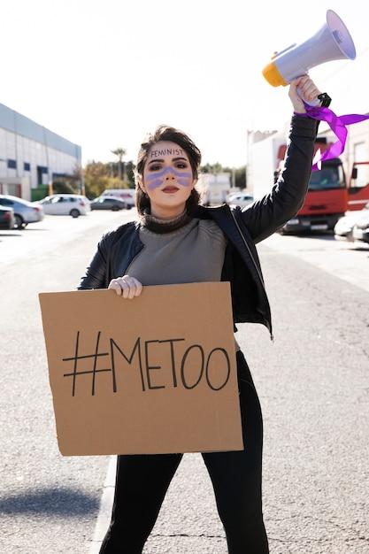 Porträt des jungen aktivisten protestierend Kostenlose Fotos