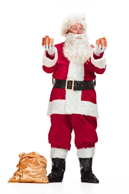 Porträt des mannes im weihnachtsmann-kostüm Kostenlose Fotos