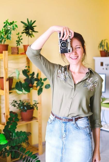 Porträt einer freiberuflichen unternehmerfrau, die zu hause arbeitet Premium Fotos