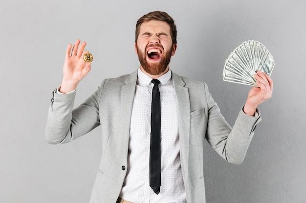 Porträt eines erfüllten geschäftsmannes, der bitcoin zeigt Kostenlose Fotos