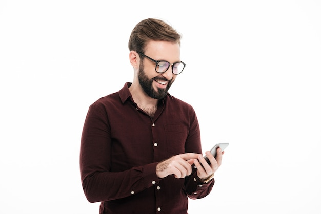 Porträt eines glücklichen jungen mannes im eyewear Kostenlose Fotos