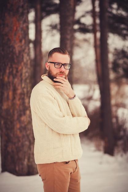 Porträt eines mannes mit bart Premium Fotos
