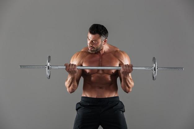 Porträt eines muskulösen motivierten hemdlosen männlichen bodybuilders Kostenlose Fotos