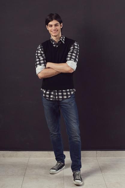 Porträt eines schönen jungen mannes Kostenlose Fotos