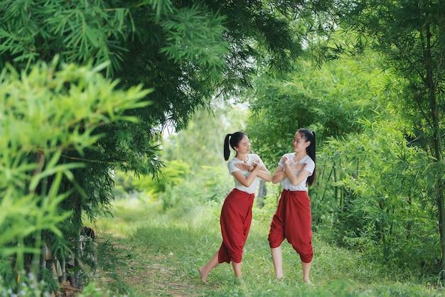 Porträt thailändischer junger dame in kunstkultur thailand dancing, thailand Kostenlose Fotos