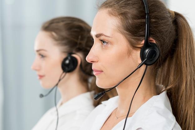 Porträt von call-center-agenten Kostenlose Fotos