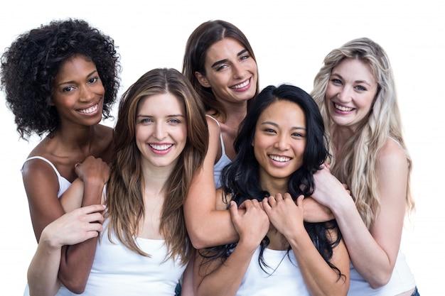 Porträt von den multiethnischen frauen, die sich umfassen Premium Fotos