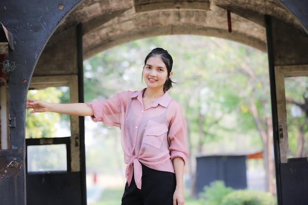 Portrait der schönen asiatischen frau Premium Fotos