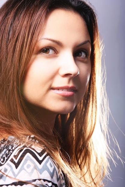 Portrait der schönen frau Kostenlose Fotos