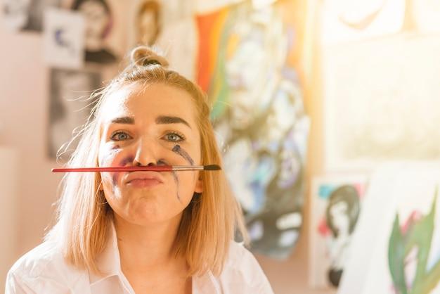 Portrait des künstlerischen mädchens Kostenlose Fotos